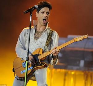 prince-singing-guitar